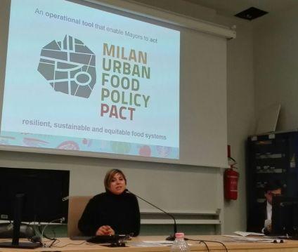 Cinzia Tegoni mentre presenta il processo del Milan Urban Food Policy Pact
